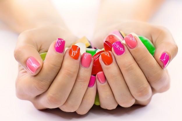 Consigli beauty per le vacanze al mare manicure perfetta